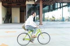 Manlig chef Enjoying Bike Ride arkivbilder