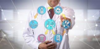 Manlig Clinician som är förlovad i Pharmacovigilance arkivbild