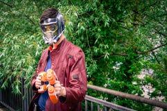 Manlig cosplayer poserar på den Yorkshire Cosplay regeln Royaltyfri Fotografi