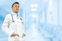 Manlig doktor i sjukhuset Arkivfoton