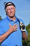 Manlig golfare och gillande med den Golf Club golfspelet royaltyfria bilder