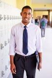 Manlig högstadiumlärare Standing By Lockers Royaltyfri Fotografi