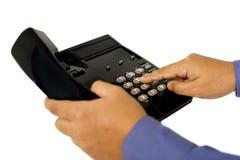 Manlig hand genom att använda telefonen Arkivbild
