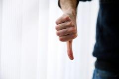 Manlig hand med tummen ner Royaltyfri Foto