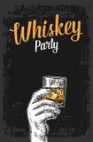 Manlig hand som rymmer ett exponeringsglas med whisky- och iskuber Illustration för tappningvektorgravyr för etiketten, affisch,  Royaltyfri Foto