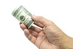 Manlig hand som rymmer 100 hundra natknotes Besparing, pengar, finansdonation, ge sig och affärsidé Isolerat på den vita backgrou Fotografering för Bildbyråer