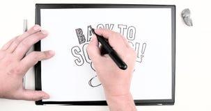 Manlig hand som skriver texten: 'Tillbaka att skola ', Tid schackningsperiod vektor illustrationer