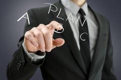 Manlig hand som väljer plan B på en faktisk skärm Arkivfoton