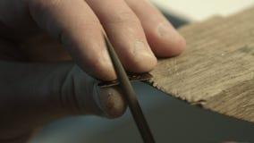 Manlig hand tillverkade smycken arkivfilmer