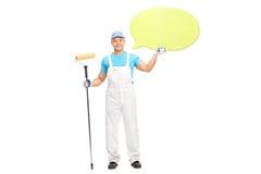 Manlig husmålare som rymmer en anförandebubbla Arkivbild