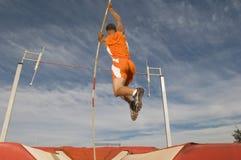 Manlig idrottsman nen Pole Vaulting Arkivfoto