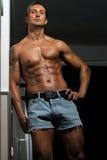 Manlig idrottsman nen rev sönder Abs Fotografering för Bildbyråer