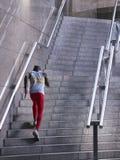 Manlig idrottsman nen Running Up Staircase utomhus Royaltyfri Bild