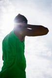 Manlig idrottsman nen som förbereder sig att kasta kulstötningbollen Arkivbilder