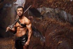 Manlig krigare på bergen arkivbild