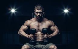 Manlig kroppsbyggare, konditionmodell Arkivbild