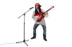 Manlig musiker med gitarren som isoleras på vit Royaltyfria Bilder