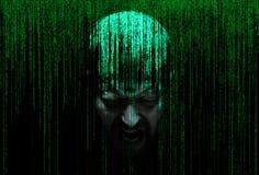 Manlig person som skriker i säkerhetsbegreppsmatrisen av den binära koden fotografering för bildbyråer