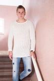 Manlig stående på trappa Royaltyfria Bilder