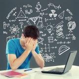 Manlig student Tired av att studera Royaltyfri Fotografi