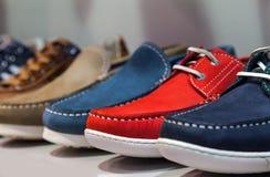 Manliga skor för sommar Arkivbild