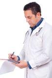 Manlign manipulerar med stetoskopet och handstil Fotografering för Bildbyråer