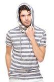 Manlign modellerar med den Hooded tröjan Royaltyfria Foton
