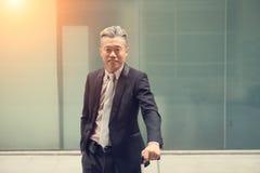 Manligt utomhus- för asiatisk affär royaltyfri fotografi