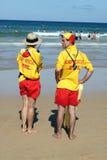 manly strandlivräddarear Arkivfoton