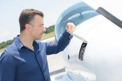 Manlyftande klaff på flygplan fotografering för bildbyråer