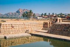 Manmatha zbiornik i egzotyczna skalista góra przy Hampi, India obrazy royalty free