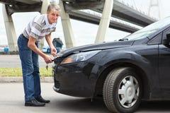 Mannöffnungs-Motorhaube Lizenzfreies Stockbild