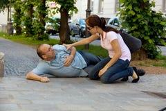 Mannübelkeit oder -Herzinfarkt Lizenzfreie Stockbilder