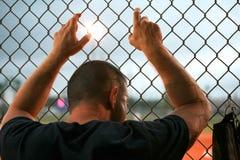 Mann-überwachender Sport Stockfotos