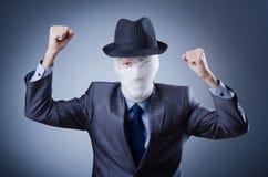 Mann abgedeckt in den medizinischen Verbänden Lizenzfreie Stockbilder