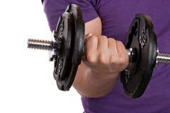 Mann-anhebende Gewichte Lizenzfreies Stockfoto