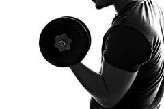 Mann-anhebende Gewichte stockfotografie