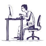 Mann arbeitet stark an dem Computer Lizenzfreies Stockfoto