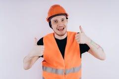 Mann in Arbeitsuniform auf weißem Hintergrund lizenzfreie stockfotografie