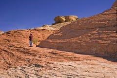 Mann auf Berg lizenzfreie stockfotos