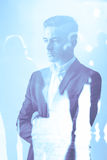 Mann auf blauem Hintergrund Lizenzfreie Stockfotografie