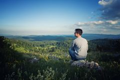 Mann auf dem Berg Lizenzfreies Stockbild