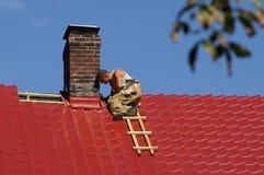 Mann auf dem Dach Stockfotografie