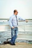 Mann auf dem Dock Stockfotografie