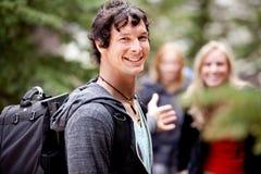 Mann auf der Wanderung-Aufwartung Stockfotografie