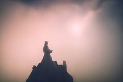Mann auf die Oberseite eines Berges Instagram-Stylization Stockfoto