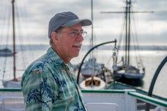 Mann auf einem Boot lizenzfreies stockfoto