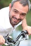 Mann auf einem Fahrrad Lizenzfreie Stockfotografie