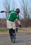 Mann auf einem Unicycle Stockfoto