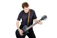 Mann auf einem weißen Hintergrund Ausführender mit einer elektrischen Gitarre lizenzfreie stockfotografie